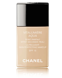 CHANEL <b>VITALUMIÈRE AQUA</b><br>Ultra-Light Skin Perfecting Sunscreen Makeup Broad Spectrum SPF 15