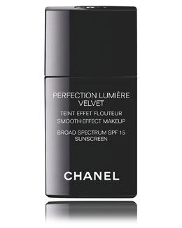 CHANEL <b>PERFECTION LUMIÈRE VELVET SPF 15 </b><br> Smooth-Effect Makeup Broad Spectrum SPF 15 Sunscreen
