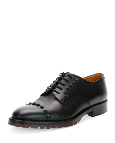 Rockstud Wing-Tip Derby Shoe, Black
